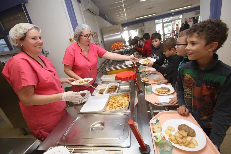 Ils sont 1 000 petits Villeneuvois, chaque jour, à manger à la cantine scolaire.