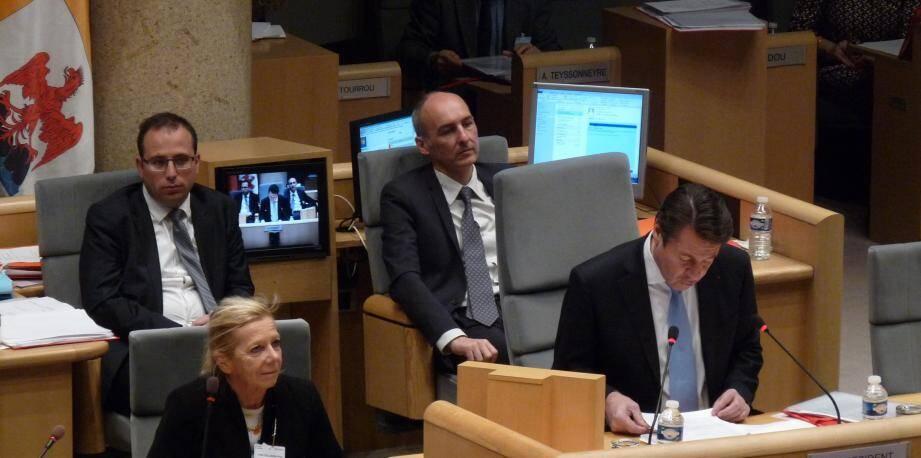 Catherine Husson-Trochain, à gauche de Christian Estrosi sur notre photo, première présidente honoraire de la cour d'appel d'Aix-en-Provence, et depuis hier, déontologue du conseil régional.