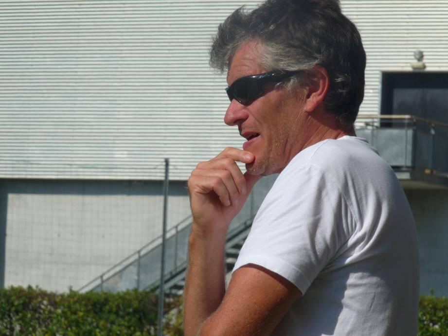 Fred Lespagnol, l'entraîneur de l'ASV, et ses joueurs n'ont pas su trouver la réponse aux problèmes posés par la réserve grassoise.