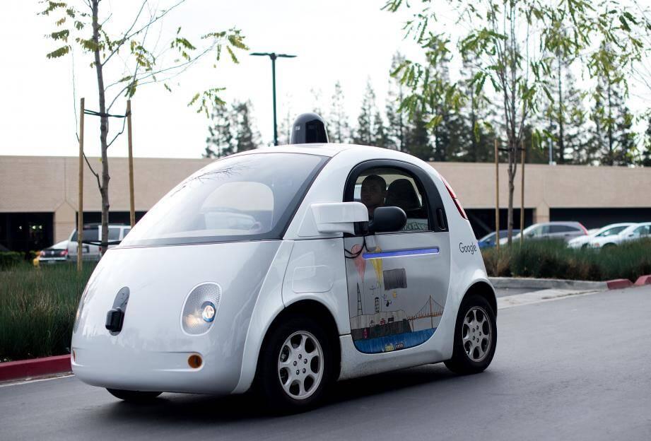Une Google Car, voiture sans chauffeur, photographiée le 8 janvier dernier au siège de la firme californienne  à Mountain View.