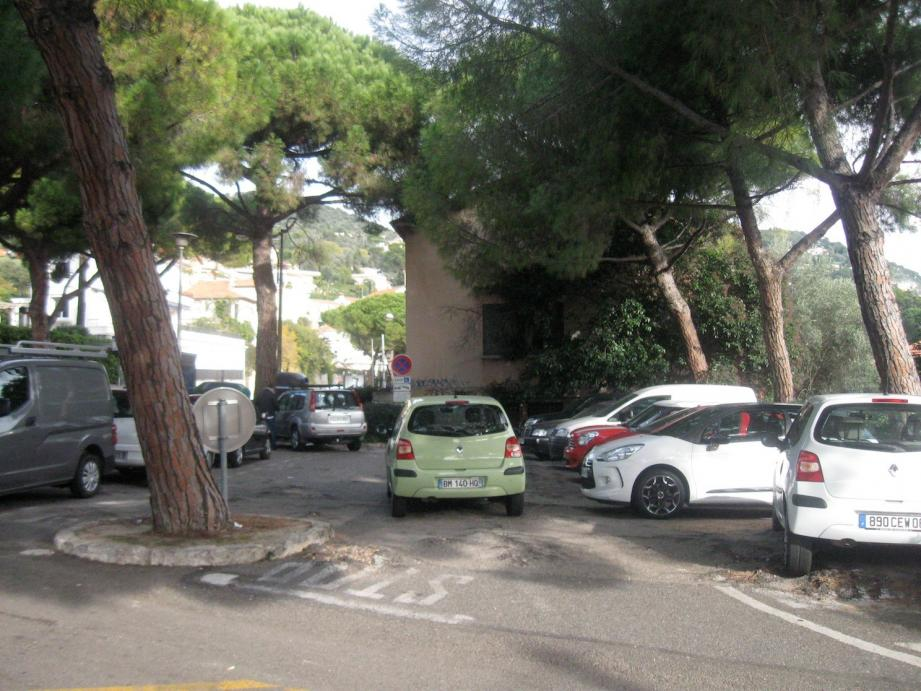Le parking du col devrait passer en zone bleue lorsque les travaux de réfection seront terminés.