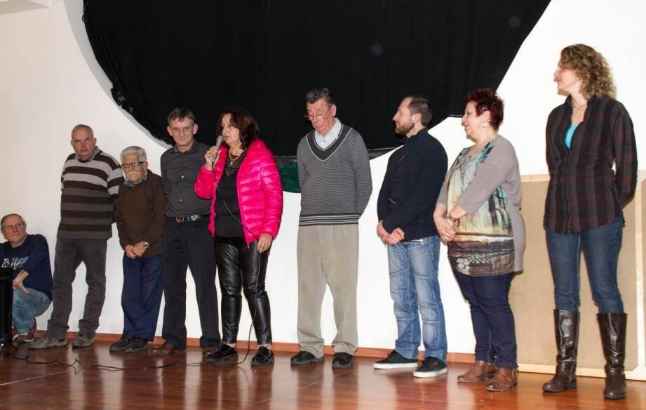 Le maire Ismaël Ogez à la droite de Michèle Olivier, le conseil municipal, tous ont présenté leurs vœux pour 2016.