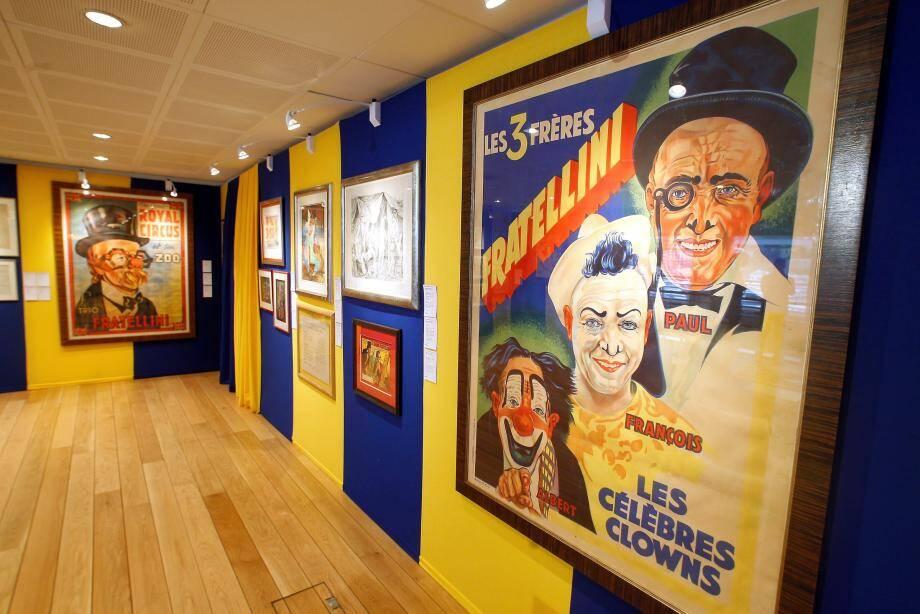 Une collection d'affiches et tableaux représentant les trois frères ou encore des effets et instruments de scène leur ayant appartenu sont mis en vente ce mercredi.