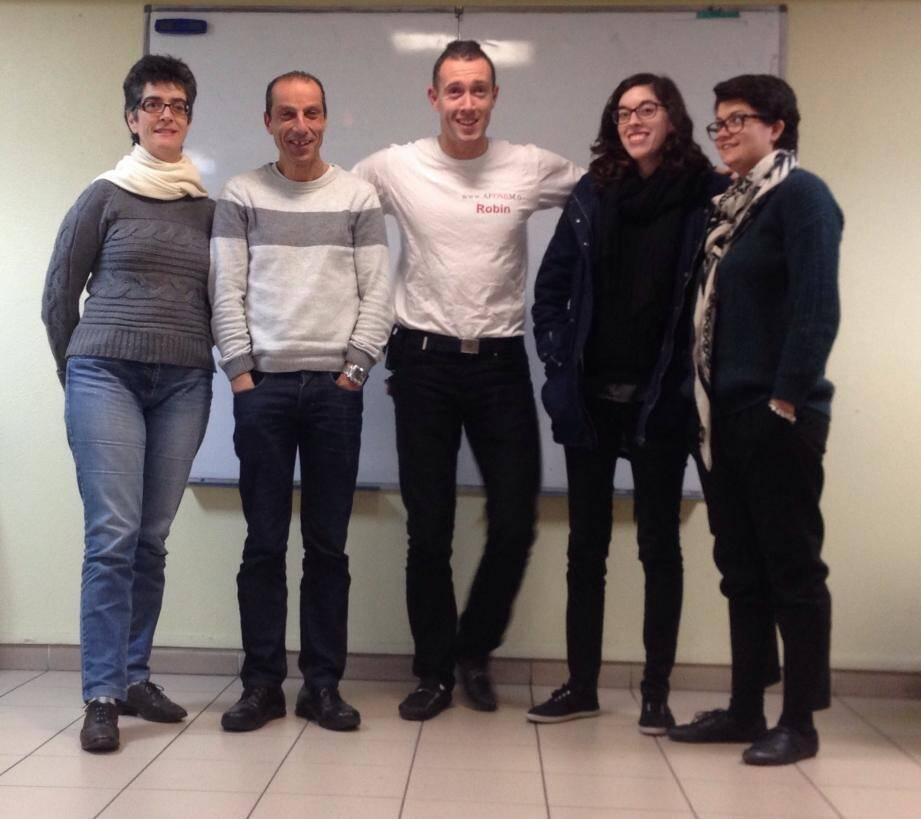 Autour du président de l'association, Robin Clanet-Leclerc, Sandra (à gauche), administratrice, Mounir, trésorier, Andreia et Gwenaëlle, deux nouvelles administratrices.(DR)