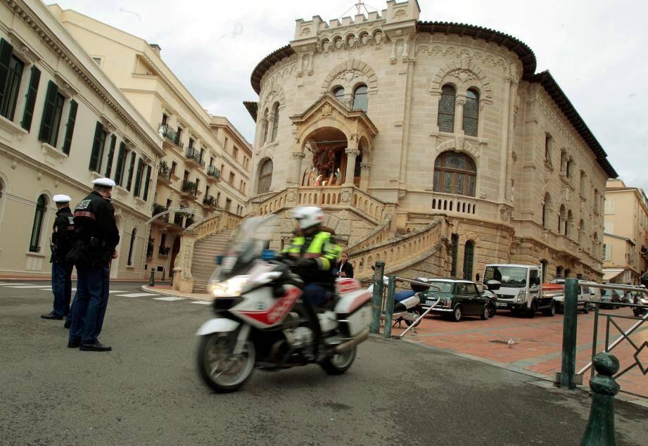 La Belgique et Monaco se partageront les centaines de milliers d'euros et de dollars confisqués sur ces comptes.