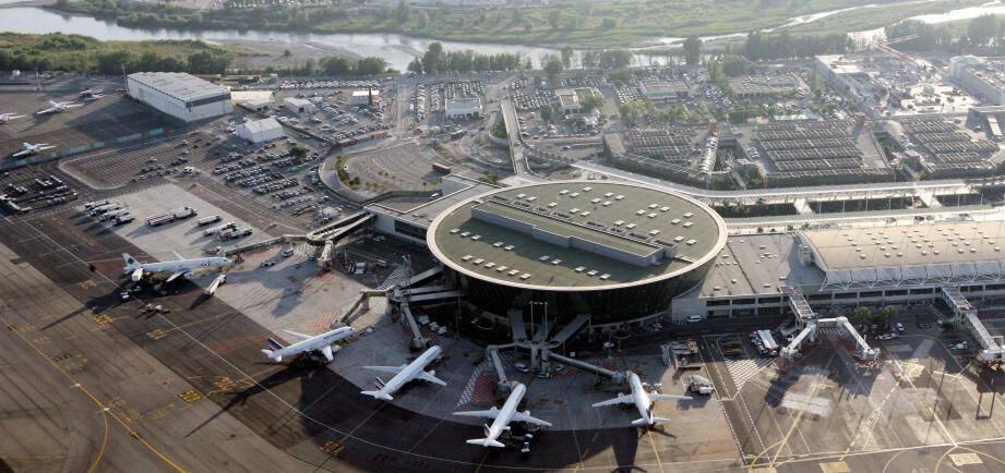 Vue aérienne de l'aéroport de Nice