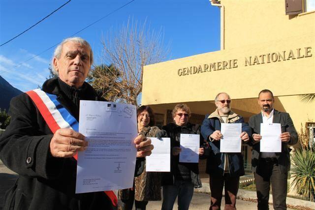 Le maire, Edgar Malaussena et ses adjoints ont rédigé des dizaines de courriers pour sauver la gendarmerie menacée de fermeture.