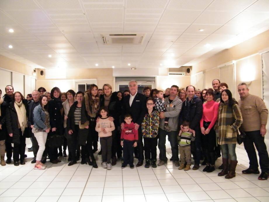 Autour du maire et des élus venus les féliciter, les agents du CCAS ont profité d'un moment de calme et d'amitiés.