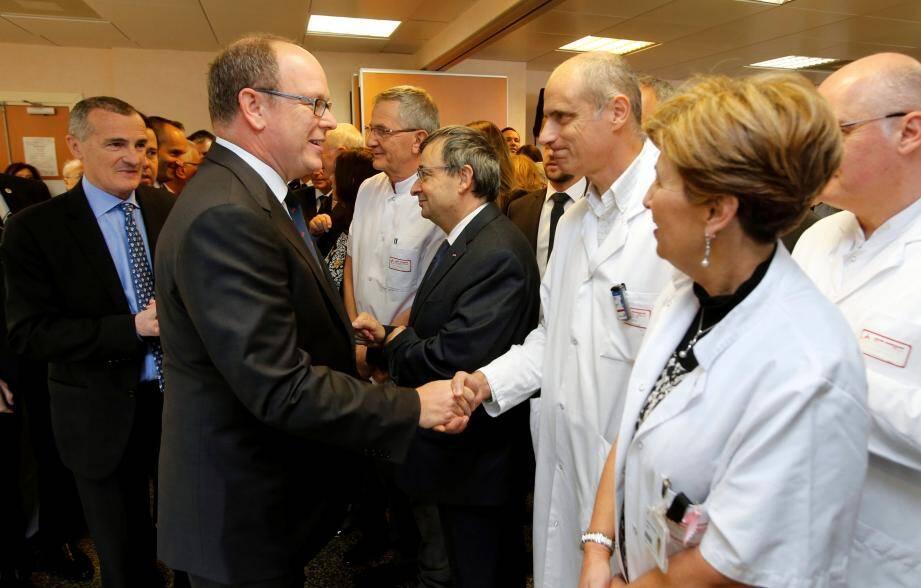Le souverain, hier midi, suivi du directeur général Patrick Bini, a salué le personnel du CHPG à l'occasion de la cérémonie des vœux.