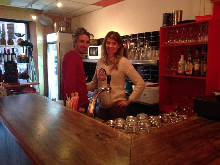 Cyril et Mélodie Lardé-Pollès vous accueillent du mardi au samedi, de 16 h à minuit.