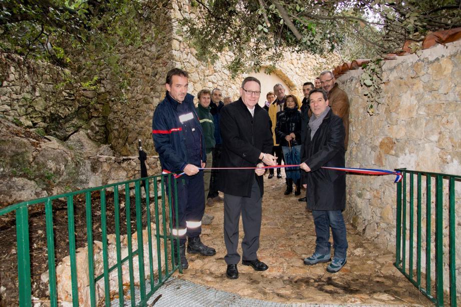 Le chemin a été inauguré en présence du maire et de représentants de la Direction de l'Urbanisme de Monaco et de l'ONF.
