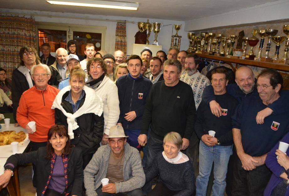 Le petit local des boulistes était plein à craquer pour ce moment convivial auquel a assisté l'adjoint au sport Marc Erétéo.