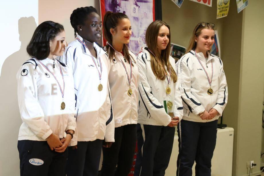 Margot Foulloy, Naila Dabaji, Caroline Hubacher, Livia Mariani et Marine Lecorvoisier ont décroché l'argent en gymnastique par équipe.