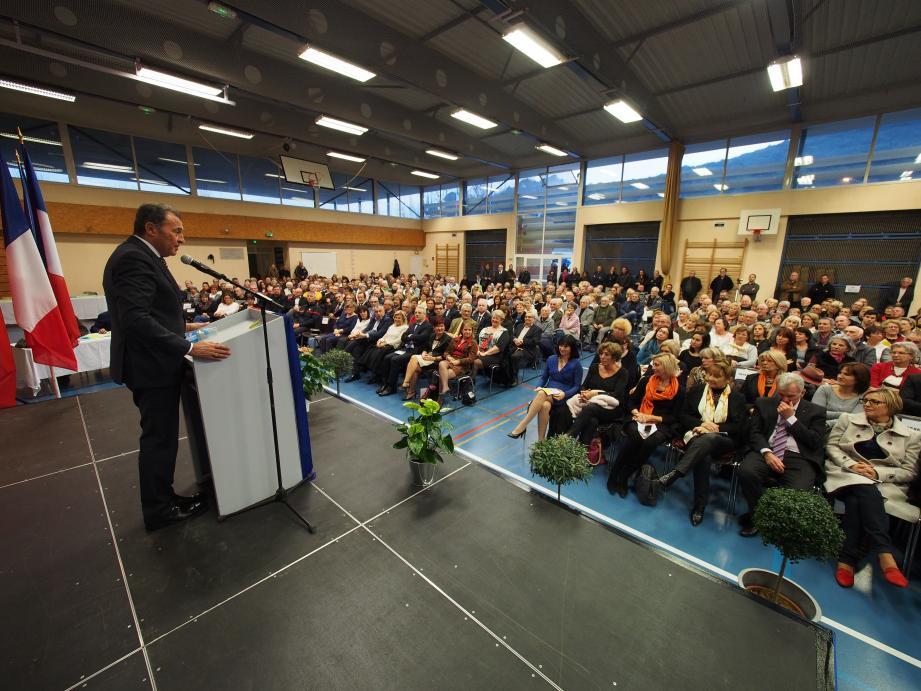 Devant une salle bondée, le député Lionnel Luca a rappelé la nécessité de « refonder » l'école de la République.