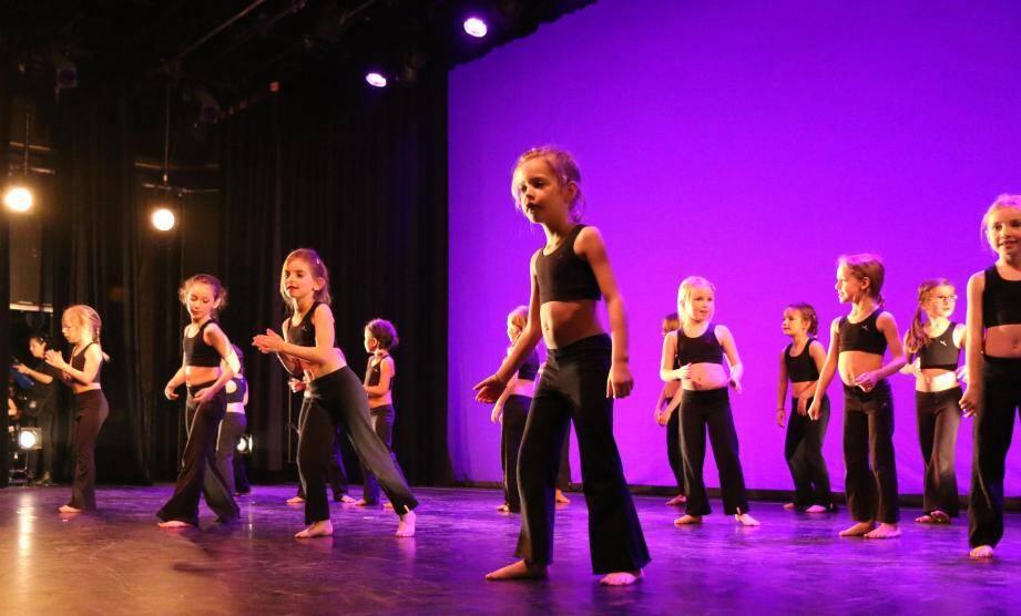 Le premier gala de la saison des jeunes danseurs de Culture Danse a conquis le public de parents.