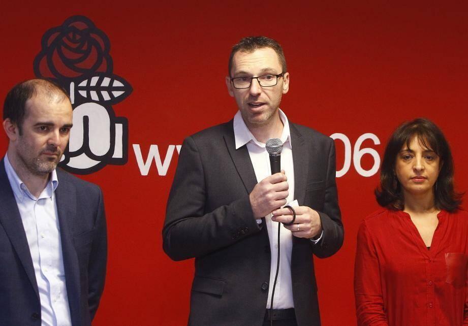 De gauche à droite : Yann Librati, chargé de la communication, Xavier Garcia, premier secrétaire fédéral et Fouzia Ayoub, porte-parole et chargée des sections.