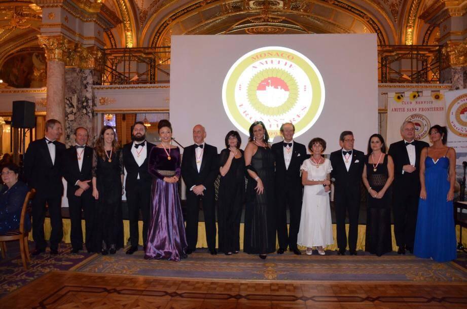 Régine Vardon-West entourée des présidents des filiales.