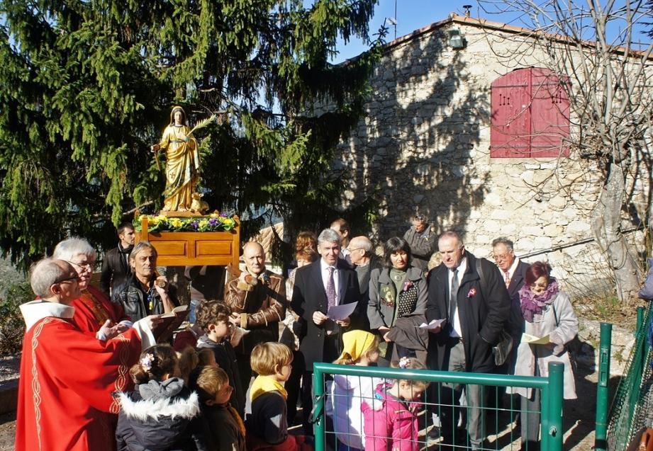La procession de la Sainte, portée par des Agnésois, a été un moment fort pour toutes les générations.