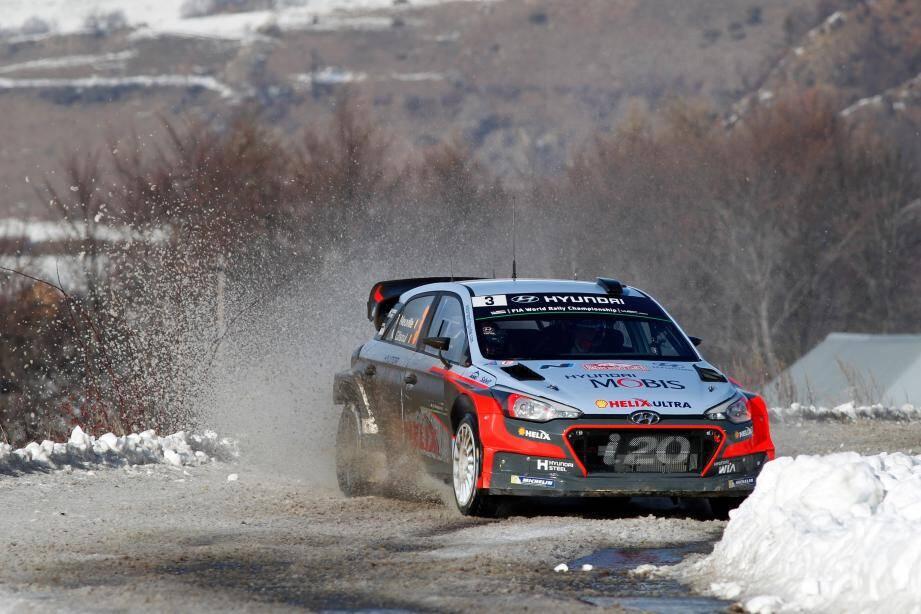 Thierry Neuville et la nouvelle i20 WRC : un podium pour commencer.
