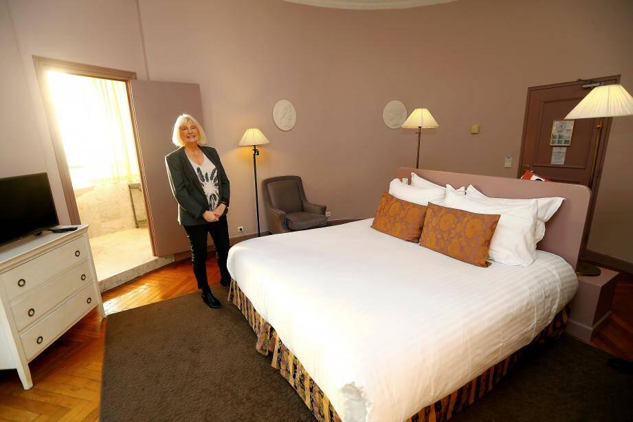 Dans La Rotonde, la chambre la plus prestigieuse du Cavendish, Christine Welter.