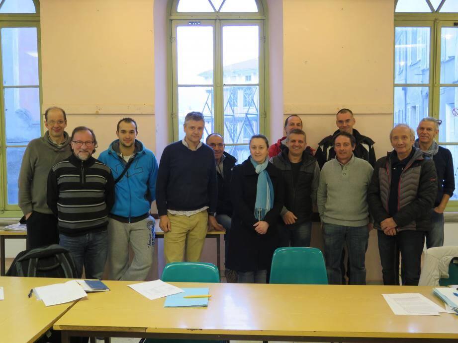 Les membres du bureau, avec l'adjoint aux sports Michel Masseglia.