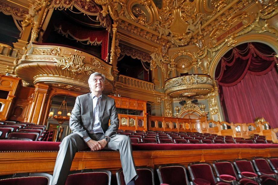 Jean-Louis Grinda succède à Raymond Duffaut, qui fut son mentor et son premier employeur aux Chorégies d'Orange entre 1982 et 1985.