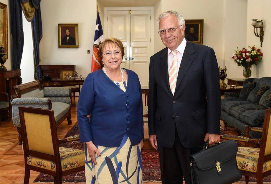 La présidente du Chili Michelle Bachelet a félicité le professeur Borruto pour son travail en Amérique du Sud.(DR)
