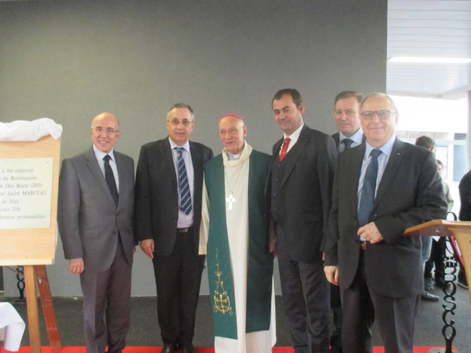 Responsables politiques et religieux réunis pour la bénédiction des nouveaux locaux.