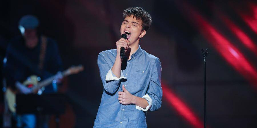 Antoine, 16 ans, est un jeune lycéens Grassois. Ce soir, les fauteuils des quatre jurés de The Voice se sont retournés lors des auditions à l'aveugle.