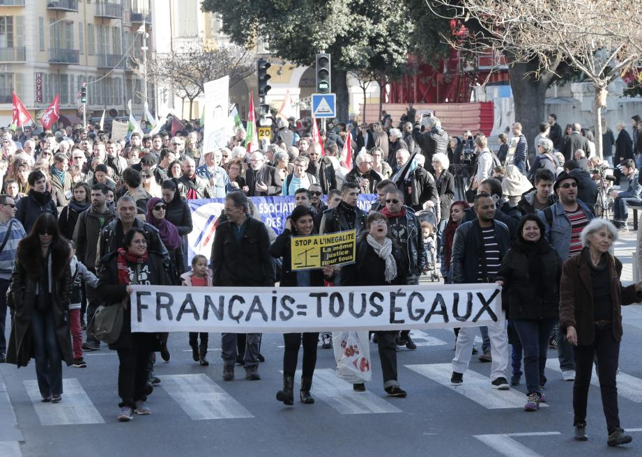 Comme dans d'autres grandes villes de France, près de 500 personnes ont défilé hier à Nice contre les dispositions de la réforme constitutionnelle.