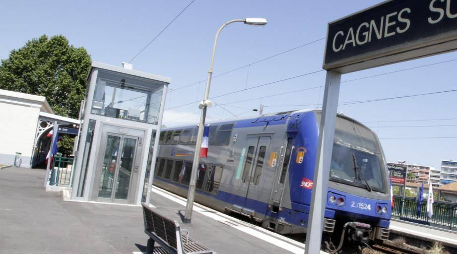 INAUGURATION GARE SNCF CAGNES SUR MERARRIVER TRAIN