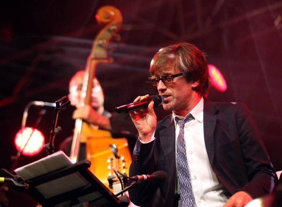 Thomas Dutronc sur la scène du Festival des Nuits du Sud à Vence.