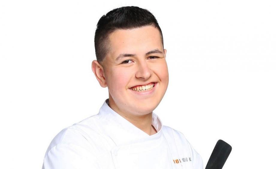 Charles Gantois, candidat à l'édition 2016 de Top Chef, est commis de cuisine dans un restaurant à Eze.
