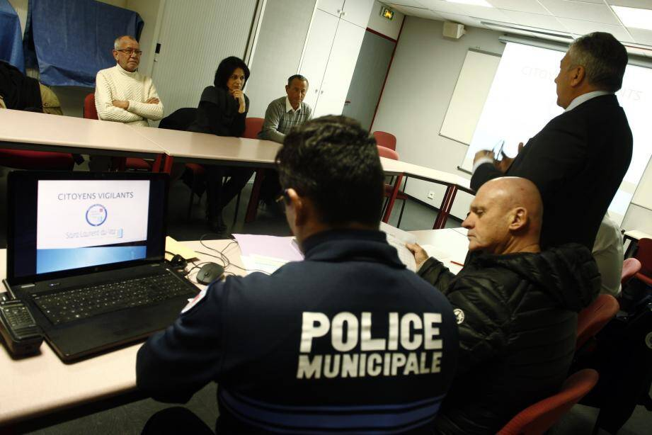 Une réunion d'information s'est tenue à la police municipale avant qu'un secteur soit attribué aux bénévoles.