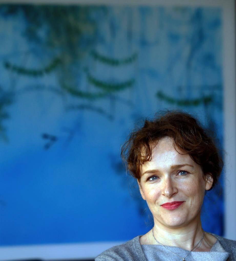 Claire Andriès quitte son bureau et le tableau de Nils Udo en toile de fond. Bordeaux est son nouvel horizon.