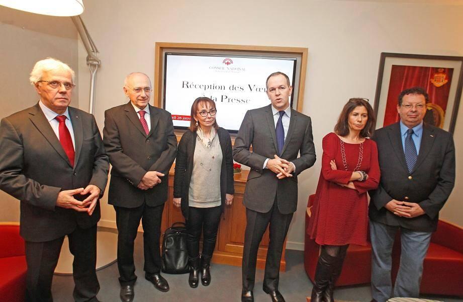 Laurent Nouvion, entouré hier de cinq élus de la majorité Horizon Monaco, s'est dit « choqué par le manque de pudeur et de dignité des trois membres de l'opposition ».