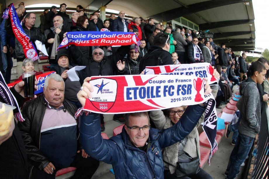 Des supporters de l'Etoile.