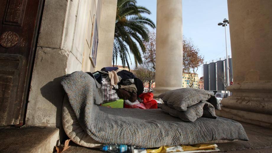 Un campement de SDF dans les rues de Nice. Illustration.