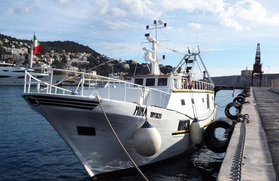 La Mina a été un temps bloquée au port de Nice.