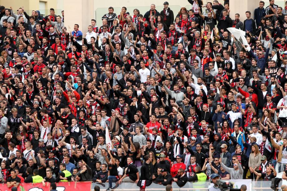 Hors tribunes Populaires, les supporters niçois auront interdiction d'arborer tout signe distinctif de l'OGC Nice lors du derby samedi.