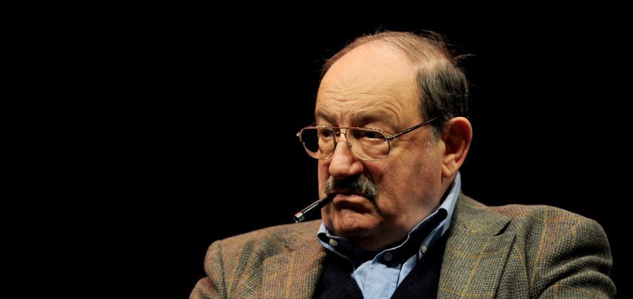 """Alors qu'il approchait de la cinquantaine, il réussit un coup de maître avec son premier roman publié en 1980: """"Le Nom de la rose"""" s'est vendu à plusieurs millions d'exemplaires et a été traduit en 43 langues."""