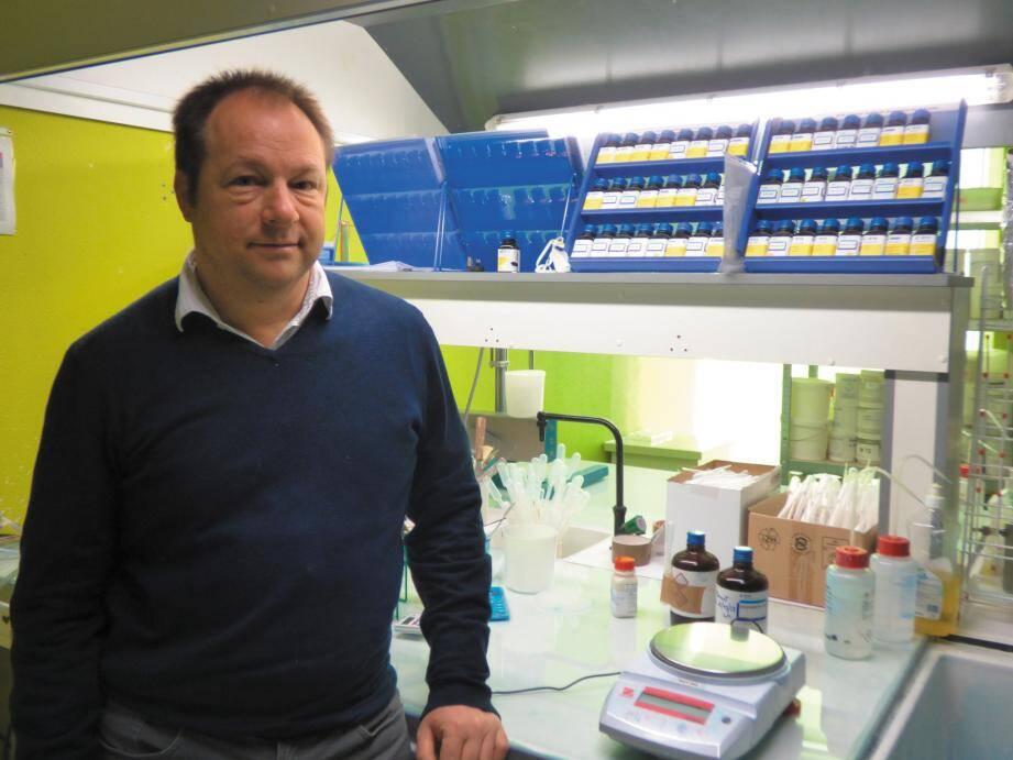 Biopreserv créé par Thierry Lacour (ci-dessus) et Philippe Wetterwald est un laboratoire de biologie-chimie analytique dédié à la recherche de biocides et à la préservation des produits finis contre les dégradations d'origine biologique.