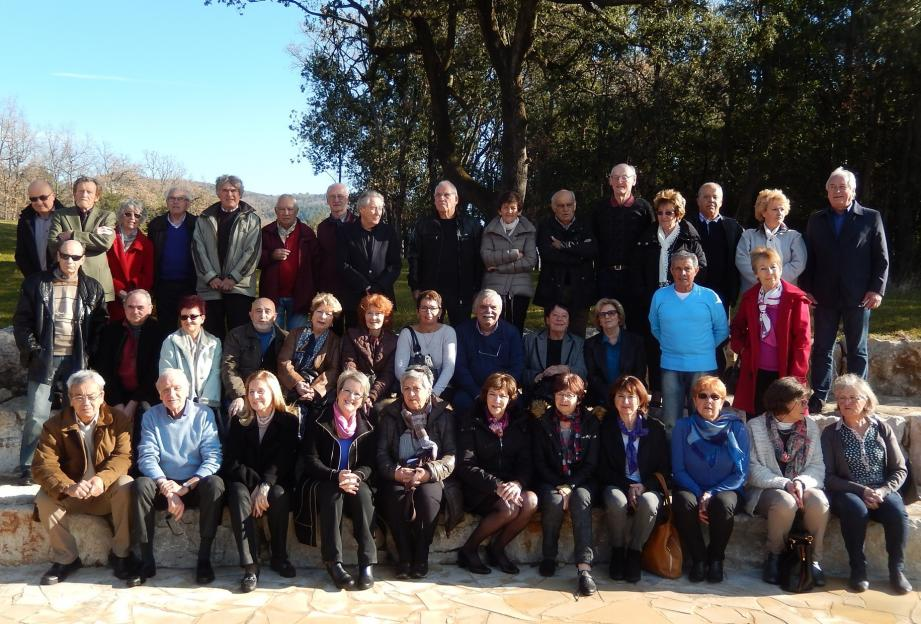 Les adhérents présents à la réunion ont pris le temps de poser pour une photo « de famille ».