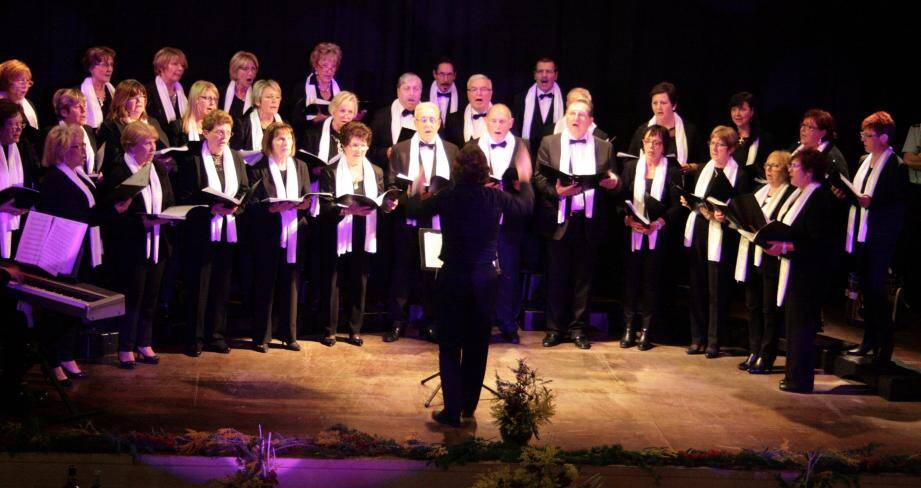 La chorale « L'Escarène en chœur » anime de nombreuses manifestations communales et participe à des actions caritatives nationales comme « 1000 chœurs pour un regard » et le Téléthon.