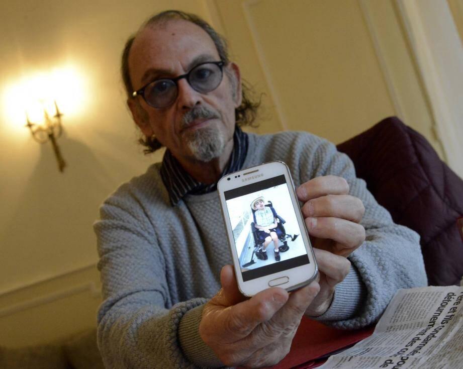 André Ktorza est anéanti : son fils Charles lourdement handicapé n'est plus aidé par le conseil départemental
