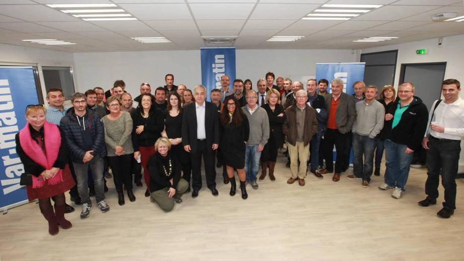 Le président du comité Michel Fernandez (au centre, veste noire et chemise blanche), aux côtés de Valérie Mérali (à sa gauche) et des présidents et dirigeants présents à l'IMSAT à La Garde hier.