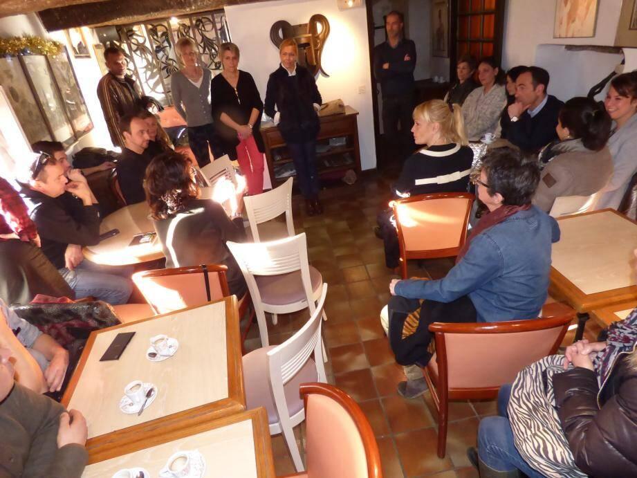 La réunion avec les commerçants a été animée par Marie-Pierre Allard et Pauline Cazartoryska, respectivement adjointe et conseillère chargées du commerce, en présence du maire, Loïc Dombreval.