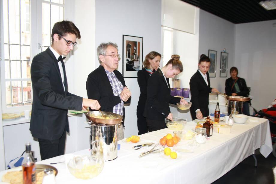 Pour la fin de l'exposition en hommage au célèbre cuisinier issu de Contes, Henri Charpentier, une démonstration publique de crêpes Suzette flambée a vu le jour au sein du musée.