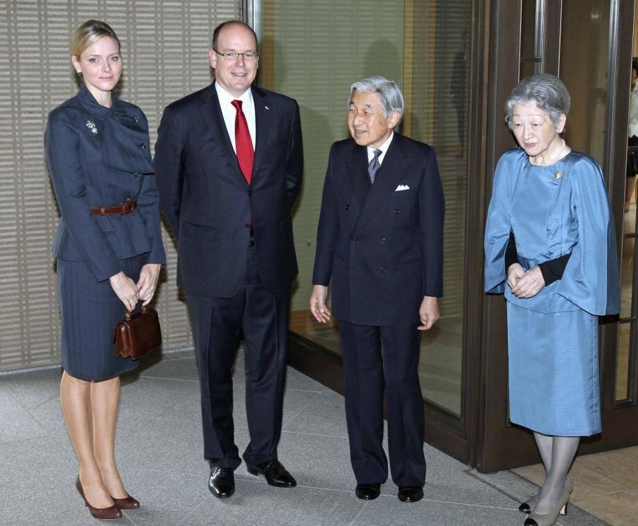 En novembre 2010, en voyage officiel au Japon, le couple princier avait été reçu à Tokyo par l'empereur Akihito et l'impératrice Michiko.