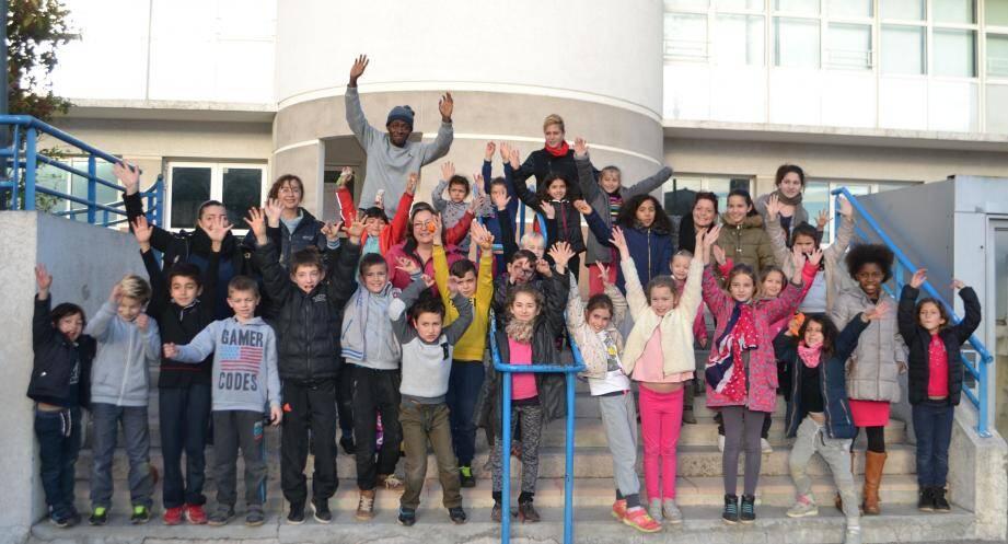 Les enfants du centre sont rentrés de leur pique-nique à la Valmasque pleins d'énergie, jeudi.
